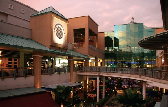 modern shopping malls need to include restaurants fitness and entertainment facilities